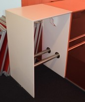 Barbord i hvit Corian, 63cm bredde, 60cm dybde, 105,5cm høyde, pent brukt