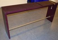 Barbord / ståbord i burgunder, med glassplate på toppen, 200x40x90cm, pent brukt