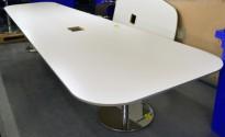 Trapesformet møtebord i hvitt / krom, 430x137cm, passer 14-16 personer, egnet for videokonferanse, pent brukt