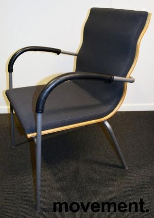 Konferansestol fra EFG, modell Billow, i grått stoff / bjerk, pent brukt bilde 1