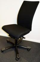 Kontorstol: Håg H04 4600 i sort stoff, u/armlener, sort kryss, pent brukt
