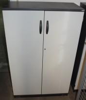Kinnarps Serie-E skap med dører i grått / lysegrått, 80cm bredde, 125cm høyde, 3 permhøyder, pent brukt