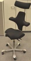 Ergonomisk kontorstol Håg Capisco 8106 med nakkepute nytrukket i sort stoff, 85cm sittehøyde, NYTRUKKET / pent brukt