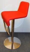 Barstol fra Materia i rødt/krom, modell Turner, design: Sandin & Bülow, 78cm sittehøyde, pent brukt