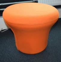 Loungepuff i orange fra Artifort, modell: Mushroom P, Design: Pierre Paulin, pent brukt