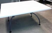 Loungebord i hvitt, rektangulær plate 100x80cm, EFG Liisa grått understell, 52,5cm  høyde, pent brukt