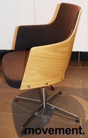 Konferansestol fra Lammhults, modell Cortina i sort, eik finer og krom, svingback, NB! Bruksslitasje bilde 2
