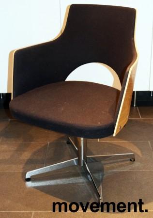 Konferansestol fra Lammhults, modell Cortina i sort, eik finer og krom, svingback, NB! Bruksslitasje bilde 1