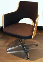 Konferansestol fra Lammhults, modell Cortina i sort, eik finer og krom, svingback, NB! Bruksslitasje