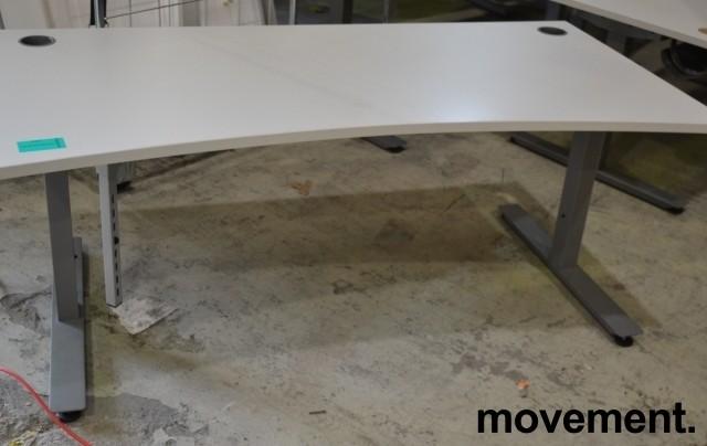 Skrivebord i lys grå fra EFG, 160x90cm, mavebue, pent brukt bilde 1