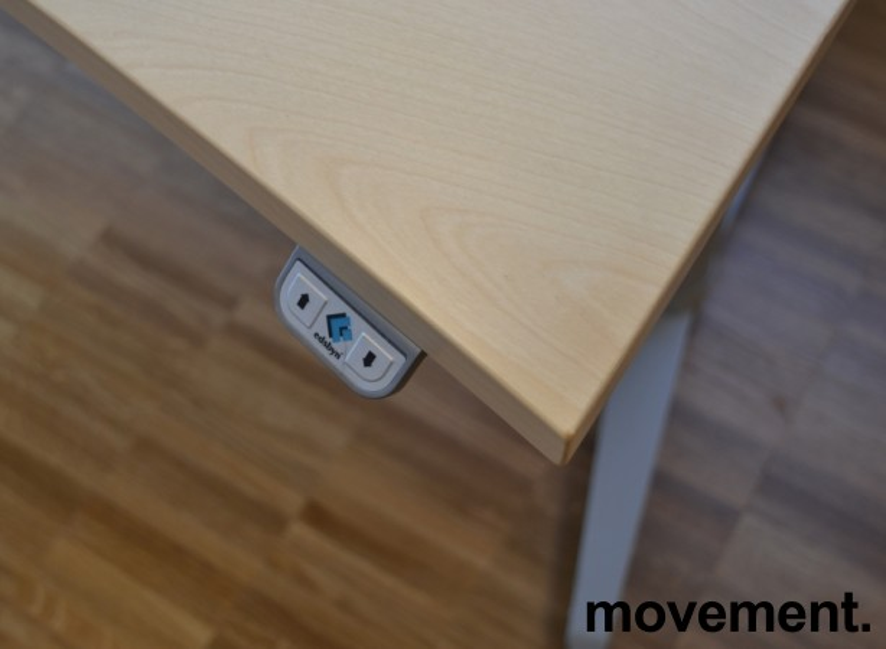 Skrivebord med elektrisk hevsenk i bjerk fra Edsbyn, 140x90cm, pent brukt bilde 3