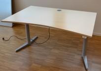 Skrivebord med elektrisk hevsenk i bjerk fra Edsbyn, 140x90cm, pent brukt