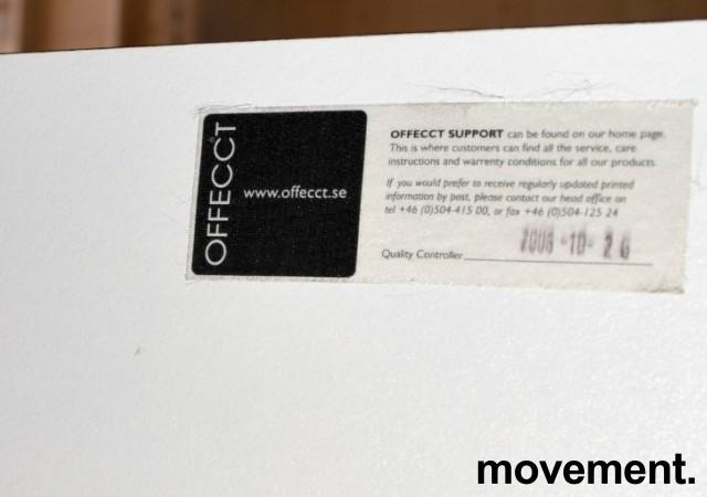 Lekkert loungebord / lite, kvadratisk møtebord 75x75cm, Offecct, hvit bordplate med sort kant, hvitt understell, H=71cm, pent brukt bilde 3