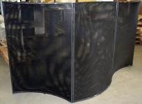 Skillevegg i sort mesh fra Offecct, tredelt/leddet, 300cm bredde, 146,5cm høyde, pent brukt