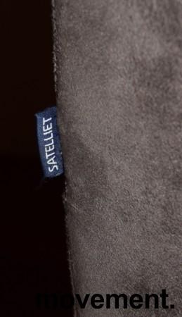 Restaurantstoler fra Satelliet i grå mikrofiber, pent brukt bilde 4