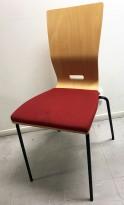 Konferansestol fra EFG Hov Dokka i bøk / rødt stoffsete / sorte ben, modell GRAF, noe kosmetisk slitasje