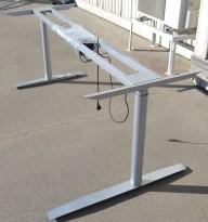 Grått elektrisk hevsenk-skrivebord / understell til skrivebord fra Svenheim, høyreløsning, 185cm bredde, passer plate 200x120cm, pent brukt