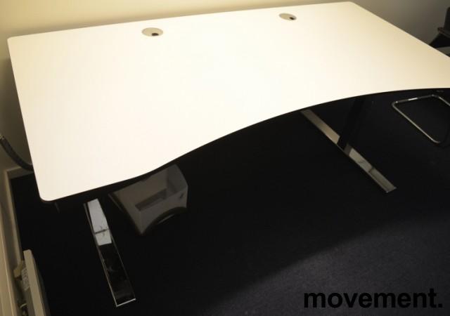 Duba B8 skrivebord med elektrisk hevsenk i hvitt og krom, 180x90cm med mavebue, pent brukt bilde 2
