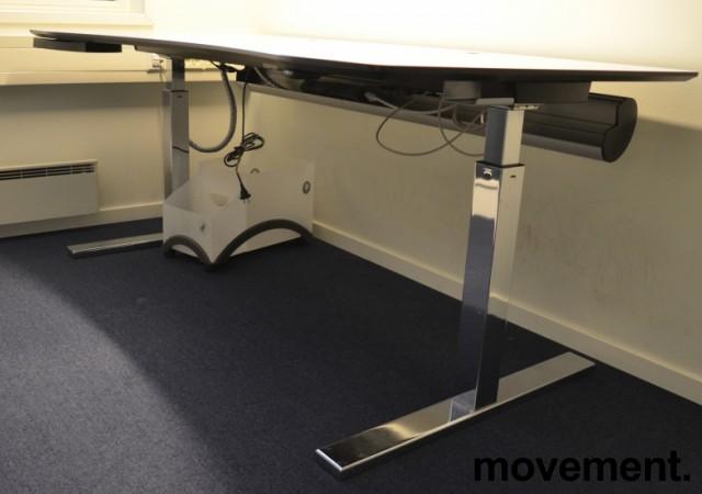 Duba B8 skrivebord med elektrisk hevsenk i hvitt og krom, 180x90cm med mavebue, pent brukt bilde 4