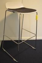 Duba B8 Molo barkrakk / barstol i hvitt / krom, sittepute i grått, design: Norway Says, sittehøyde 80cm, pent brukt