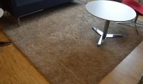 Lekkert flossteppe i beige, 250x250cm, pent brukt