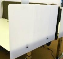 Bordskillevegg i hvit akryl fra Duba B8, 90x60cm, pent brukt