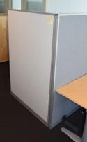 Skillevegg fra Kinnarps, modell Rezon i lysegrått, 100cm bredde, 150cm høyde, pent brukt