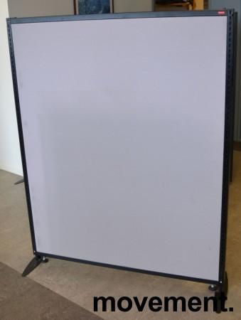 Torco skillevegg i grått stoff med sort omramming, 123x154cm, pent brukt