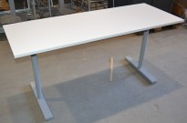Kompakt skrivebord i hvitt fra Martela, sidebord / printerbord, 160x60cm med T-fot, pent brukt