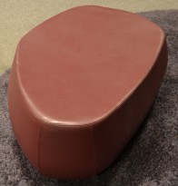 Loungemøbel, puff 1seter i lilla / aubergine skinn, Moroso Fjord, Design: Patricia Urquiola, pent brukt