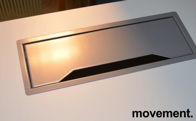 Skrivebord med elektrisk hevsenk fra Linak i hvitt / grått, 160x80cm med kabelluke og kabelbrønn, NY / UBRUKT bilde 2