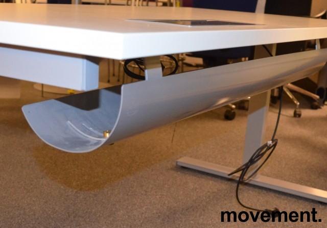 Skrivebord med elektrisk hevsenk fra Linak i hvitt / grått, 160x80cm med kabelluke og kabelbrønn, NY / UBRUKT bilde 3