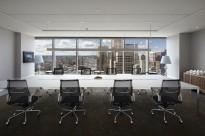 Stort møtebord fra Unifor i frostet hvitt glass / krom, 540x180cm, passer 18-20 personer, pent brukt