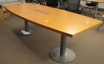 Møtebord i eik / grålakkert metall 230x100cm med kabelluke, passer 6-8 personer, pent brukt