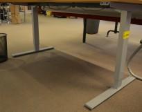 Understell for skrivebord, alugrått, elektrisk hevsenk fra Edsbyn, passer plater 120cm og større (teleskop), pent brukt