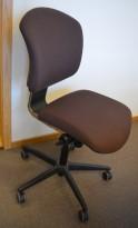 Savo Ikon konferansestol / kontorstol i brunt stoff, pent brukt