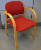 Konferansestol / stablestol i bøk / rødt stoff, pent brukt