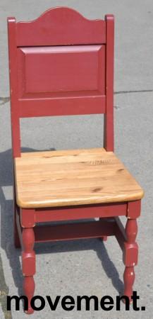 Stort spisestuebord i massiv heltre med tilhørende stoler, rustikk rødbeiset, 200x84cm, pent brukt bilde 3
