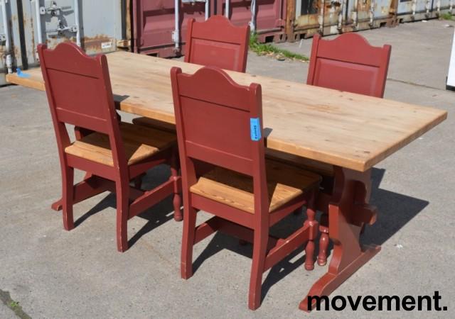 Stort spisestuebord i massiv heltre med tilhørende stoler, rustikk rødbeiset, 200x84cm, pent brukt bilde 1