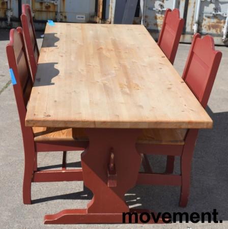 Stort spisestuebord i massiv heltre med tilhørende stoler, rustikk rødbeiset, 200x84cm, pent brukt bilde 2