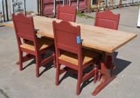 Stort spisestuebord i massiv heltre med tilhørende stoler, rustikk rødbeiset, 200x84cm, pent brukt