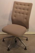 Konferansestol i beige stoff fra Vitra, ID Trim, pent brukt