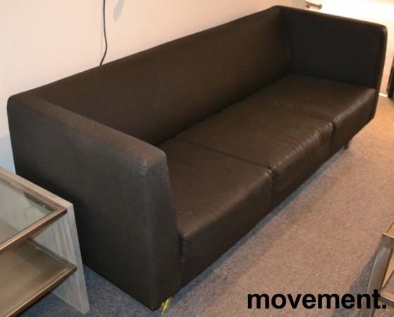 Loungesofa: 3-seter sofa i gråsort stoff, bredde 190cm, pent brukt bilde 1