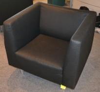 Loungestol i sort stoff / krom, pent brukt