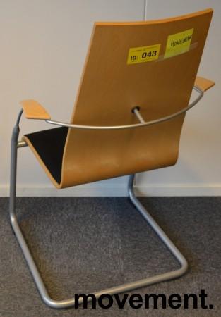 Konferansestol i bøk / sort stoff / grålakkerte ben, pent brukt bilde 2