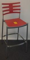 Barkrakk / barstol fra Fritz Hansen, modell ICE, dyp rød/ grålakkert metall, 76cm sittehøyde, pent brukt