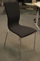 EFG Graf konferansestol, NYTRUKKET i sort stoff / grå ben