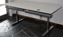 Elektrisk hevsenk skrivebord i hvitt / krom, 180x80cm, pent brukt