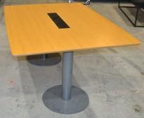 Møtebord i eik / grålakkert metall 160x114cm med kabelluke, passer 4-6 personer, pent brukt