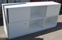 Skap / skjenk / medieskap fra Horreds med skyvedører i hvitt, 2høyder, bredde 180cm, høyde 90cm, pent brukt